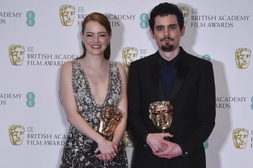 Emma Stone e Damien Chazelle levam prêmios no BAFTA 2017 (Crédito: Ben Stansall/AFP)